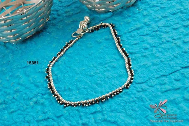 Metal and seed beads anklet in black and silver colour