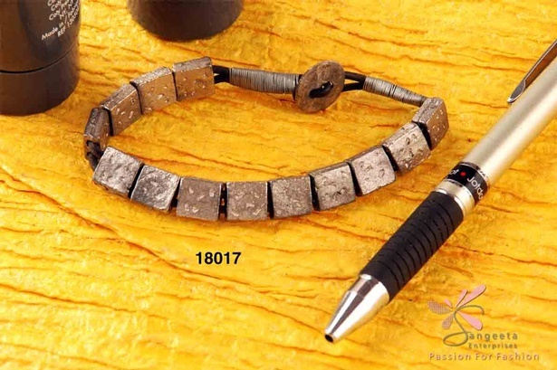 Simple and classy metal and leather bracelet - Men's Jewellery Online India at Sangeeta Enterprises