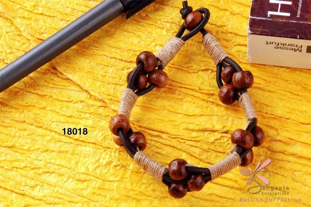 Wood, jute and leather bracelet in brown and black colour