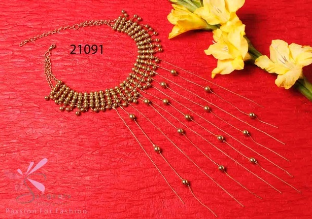 Metallic choker with sleek hangings in gold colour - Artificial Jewellery Necklaces Online at Sangeeta Enterprises