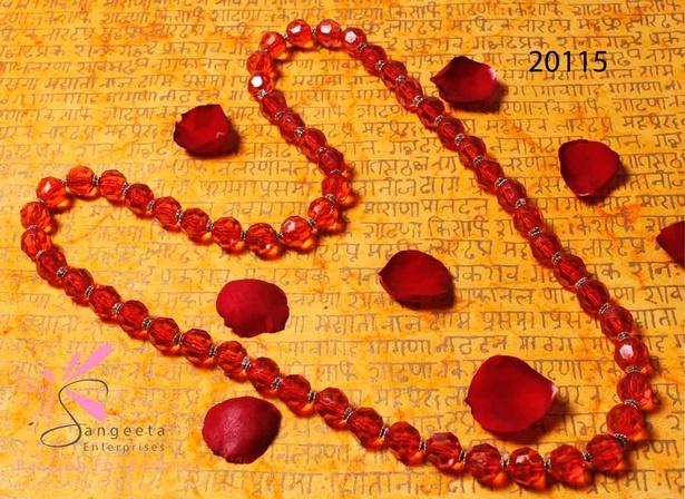 Acrylic beads necklace in red colour