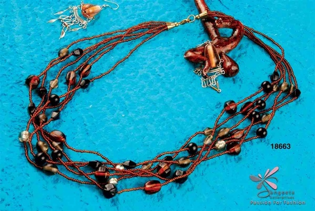 Seed beads and glass beads necklace in black and brown colour combination