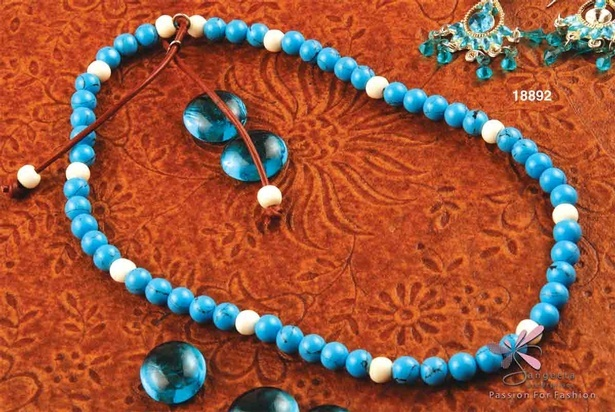 Turquoise, bone and leather necklace in blue and off-white colour