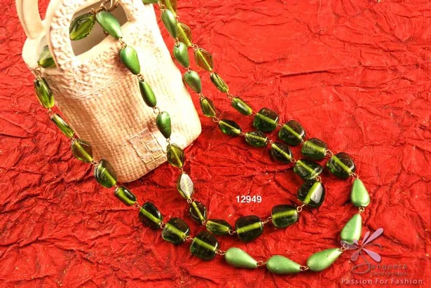 Double-row glass beads necklace in green colour