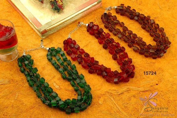Triple-row glass beads necklace in green, brown and maroon colour
