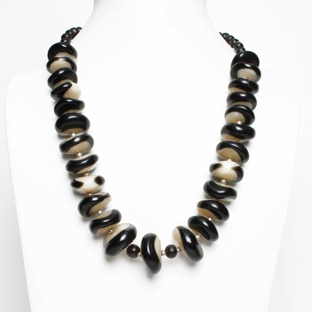 Elegant Black Off White Horn and Resin Beads Strand Necklace