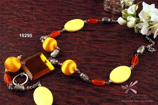 Lovely beadwork Y necklace in yellow and red colour
